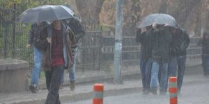 Şiddetli Sağnak Yağış İnegöl'de Etkili Oluyor