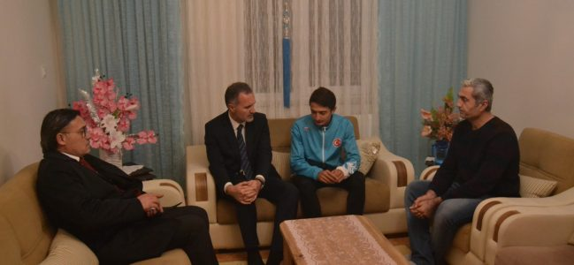 Başkan Taban, Milli Atlet'i Ödüllendirdi