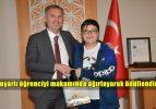 Başkan Taban 15 Bin Pil Toplayan Öğrenciyi Ödüllendirdi